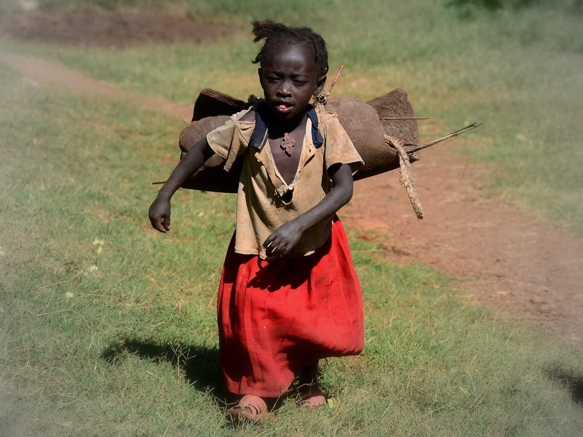 girl-lower-omo-valley-ethiopia-LIS 3456-1-photo-linetta-©-schneller-zenaye
